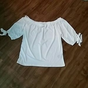 NWT Cute off the shoulders blouse
